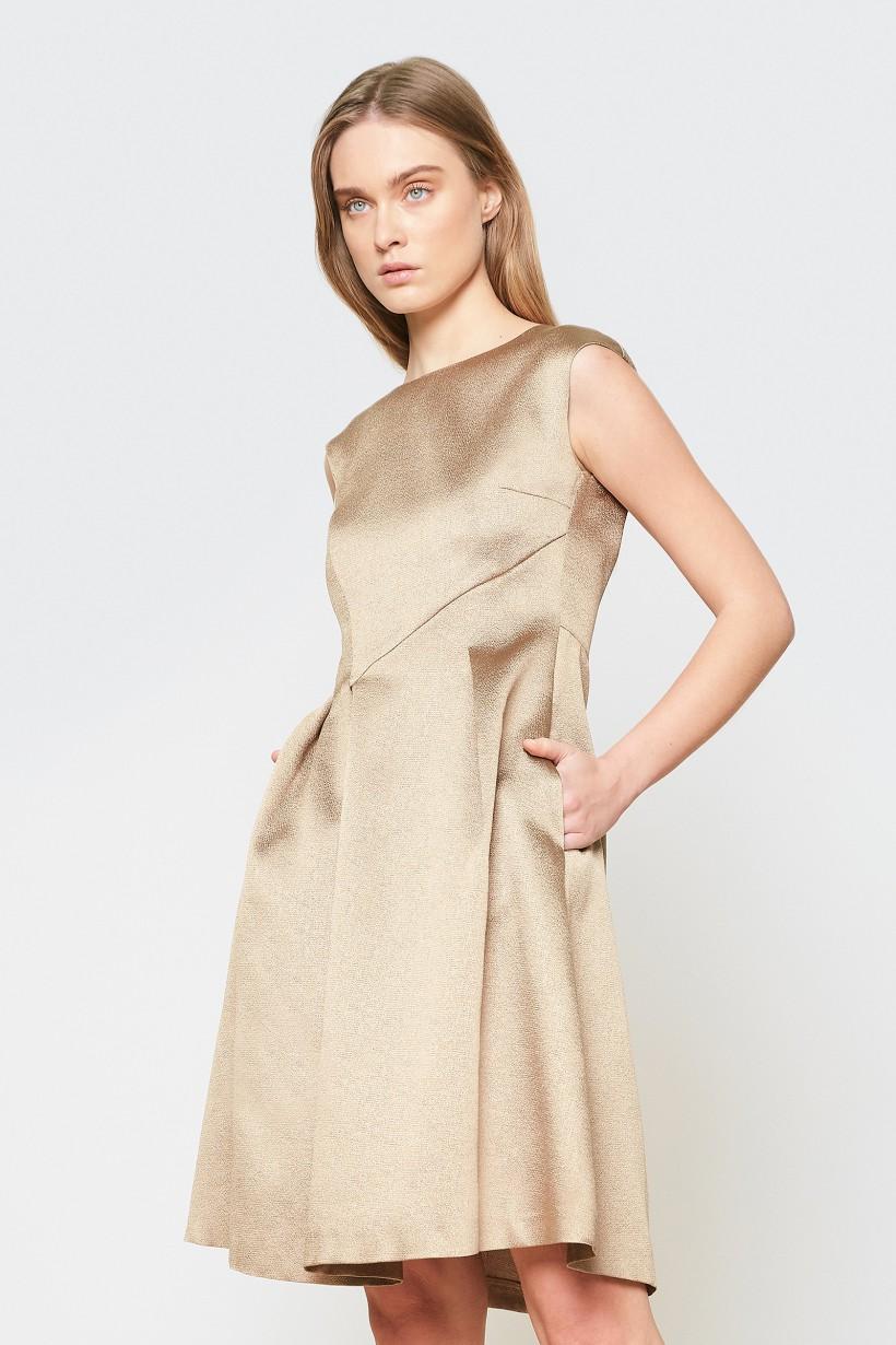 Złota sukienka z rozkloszowanym dołem
