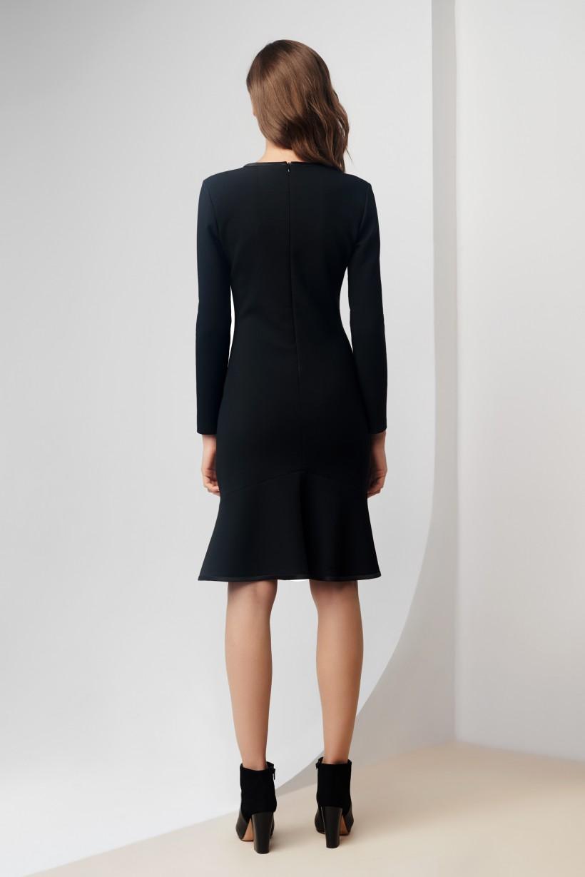 Sukienka z atłasową lamówką