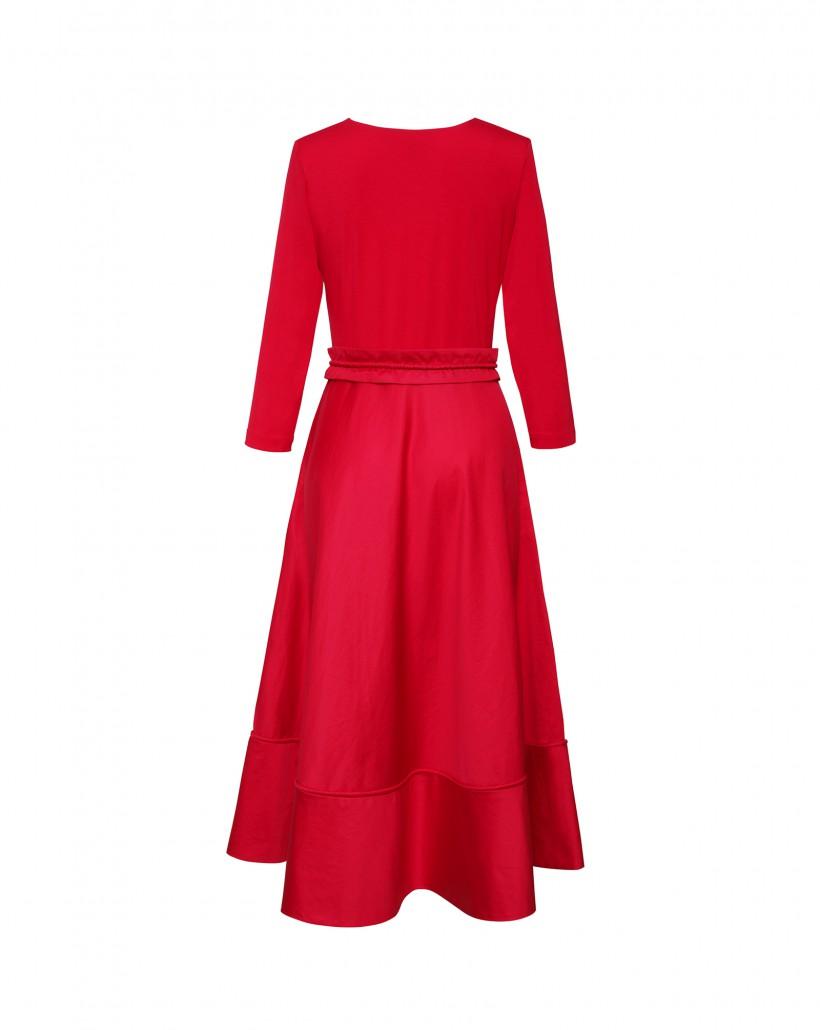 Malinowa sukienka z rozkloszowanym dołem