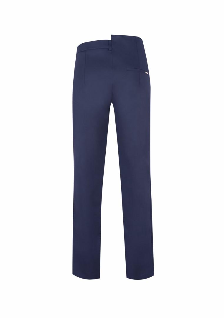 Granatowe spodnie z wąskimi nogawkami