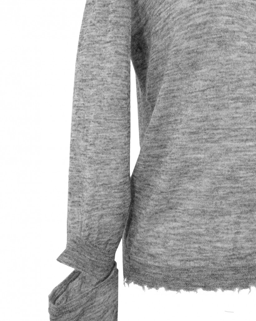 Szary delikatnie ażurowy sweter z wełny