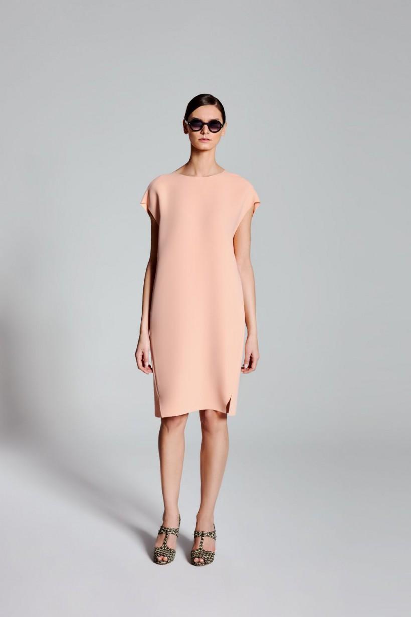 Sukienka z oryginalnymi rozcięciami