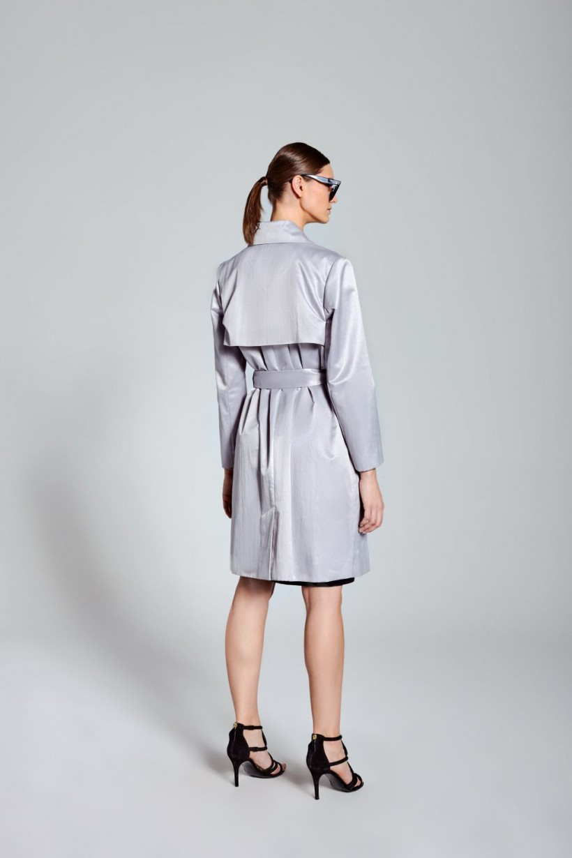 Płaszcz z lekkim połyskiem