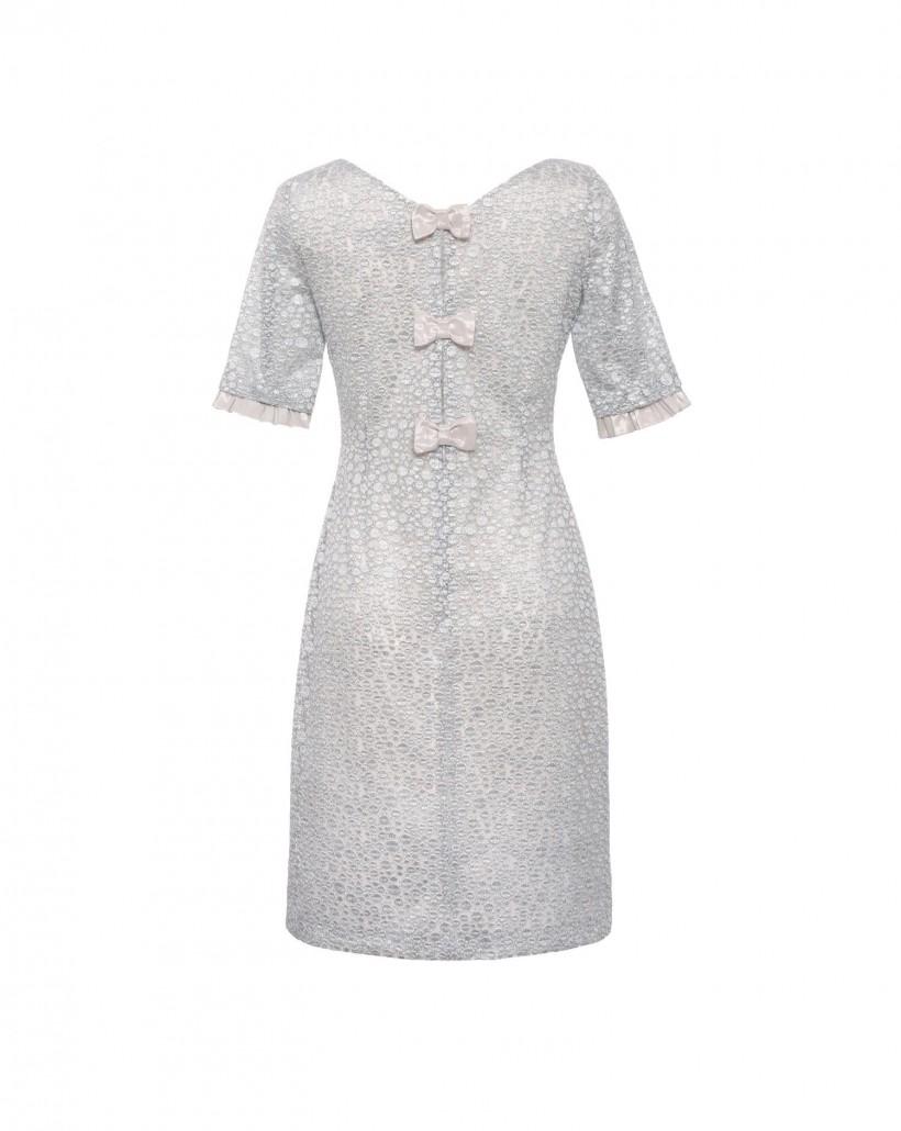 Dopasowana sukienka ze srebrnej koronki