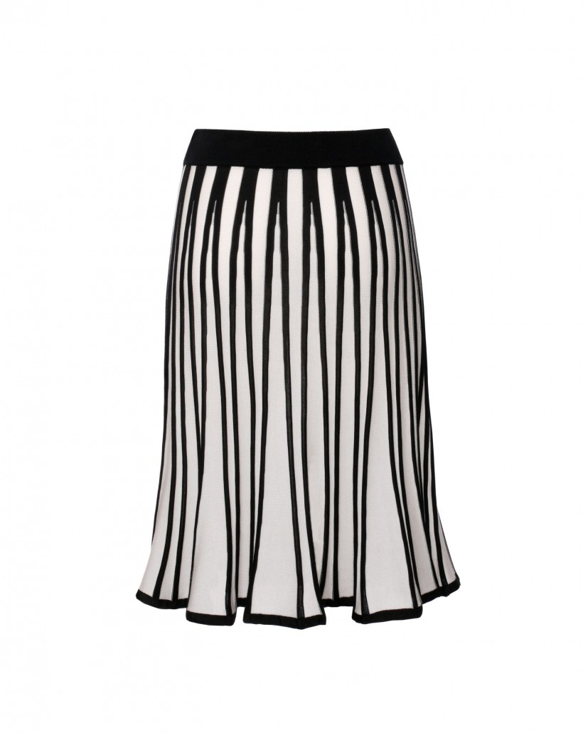 Rozkloszowana spódnica w kontrastowych kolorach