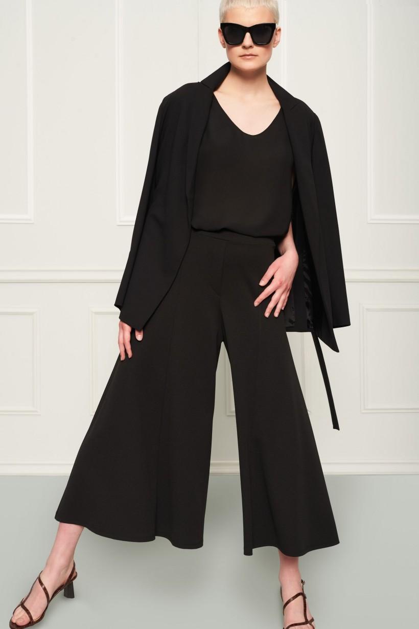 Luźny wiązany żakiet w czarnym kolorze