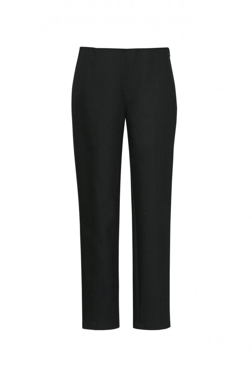 Czarne spodnie z wąskimi nogawkami o dopasowanym kroju