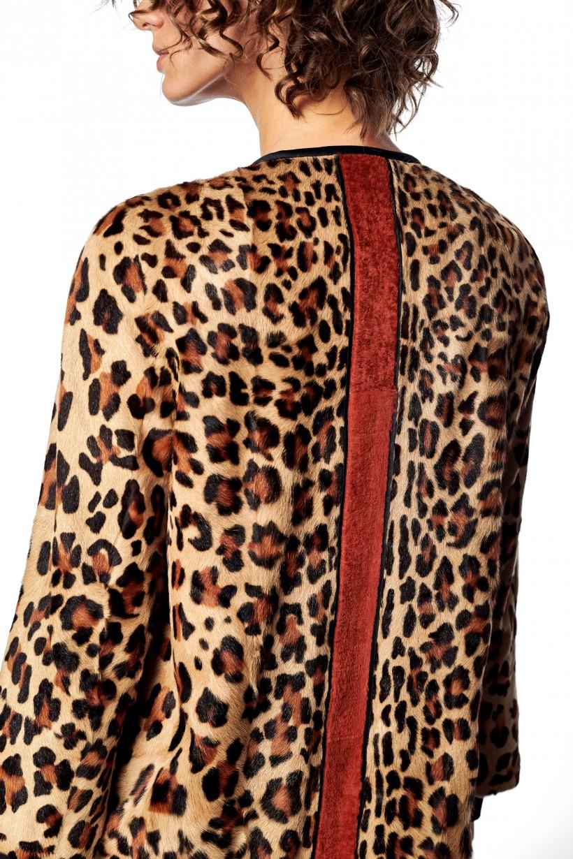 Płaszcz z futra kozy górskiej