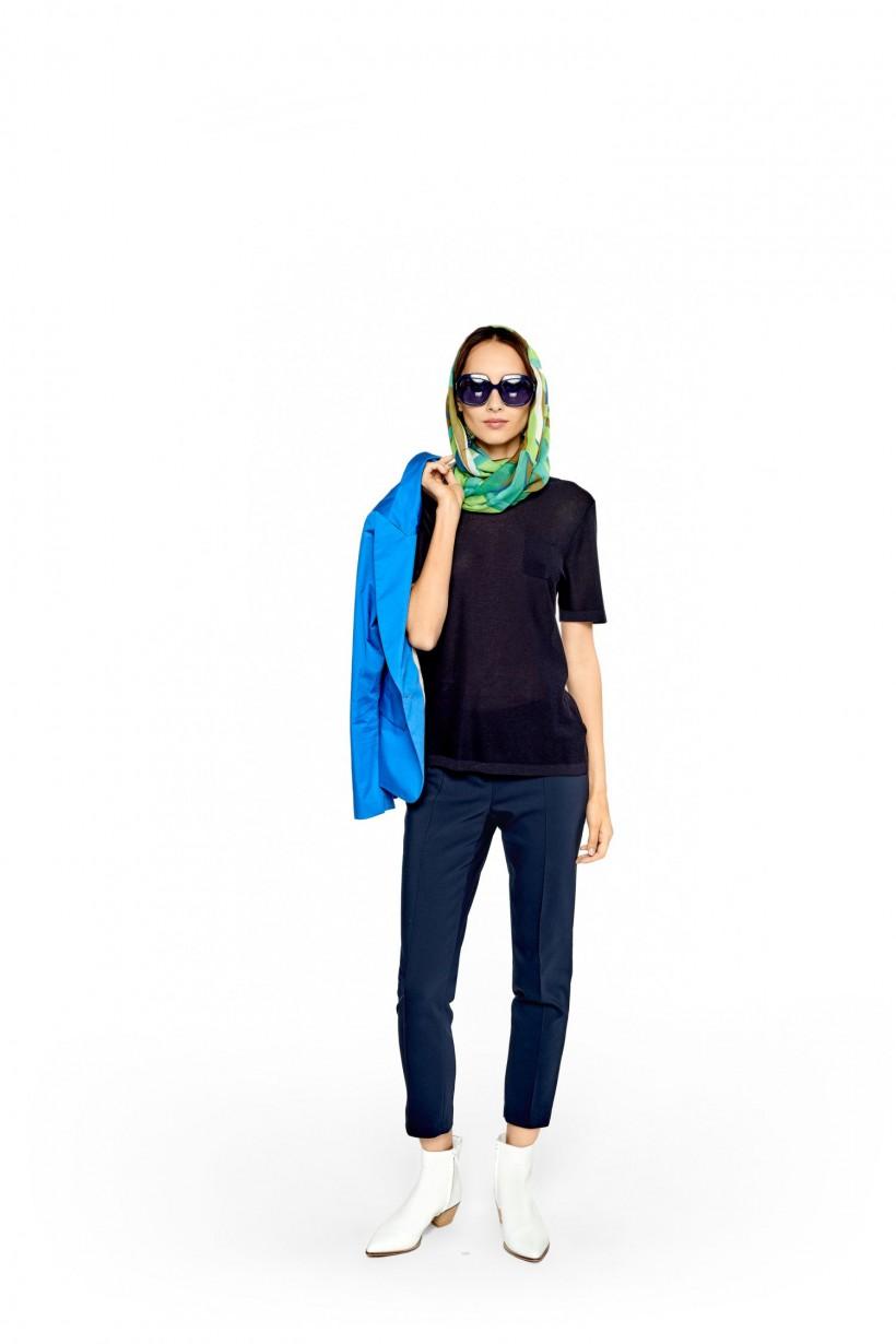 Lekko transparentny sweter z kieszonką