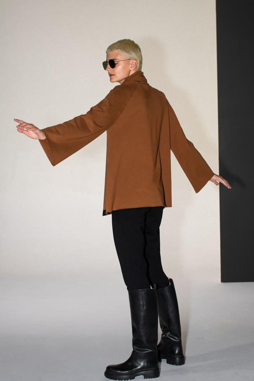 Brązowa bluza o poszerzonym kroju z magicznym nadrukiem