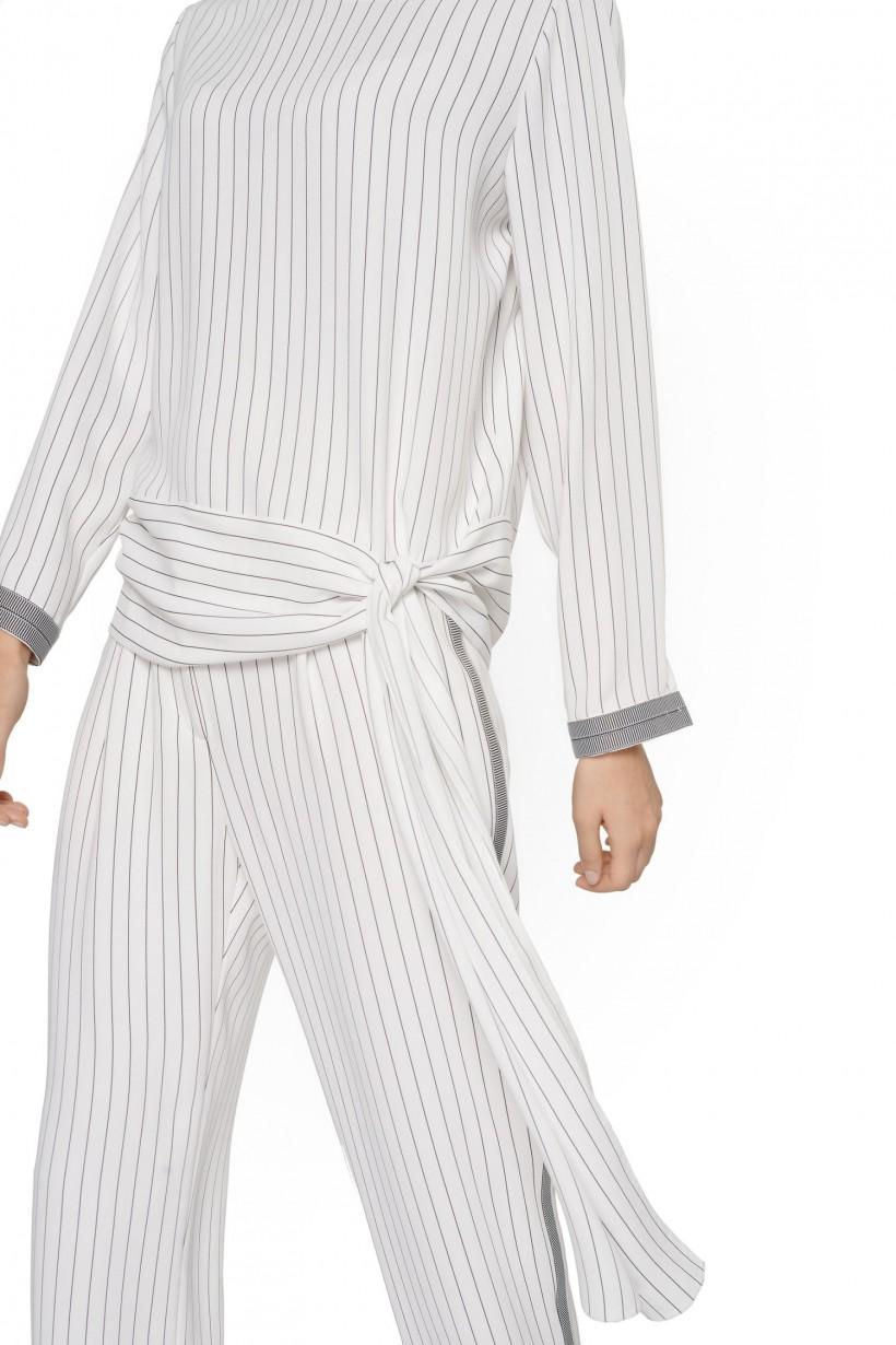Luźna bluzka z ozdobnym wiązaniem