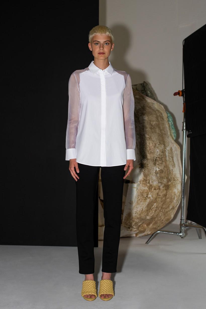Biała koszula z rękawami z jedwabnej organzy