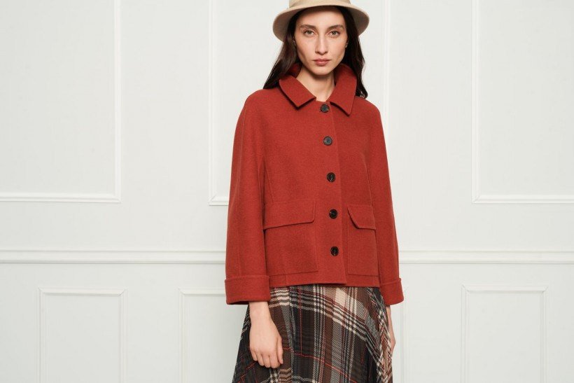 Wełniana ruda kurtka z kaszmirem zapinana na guziki