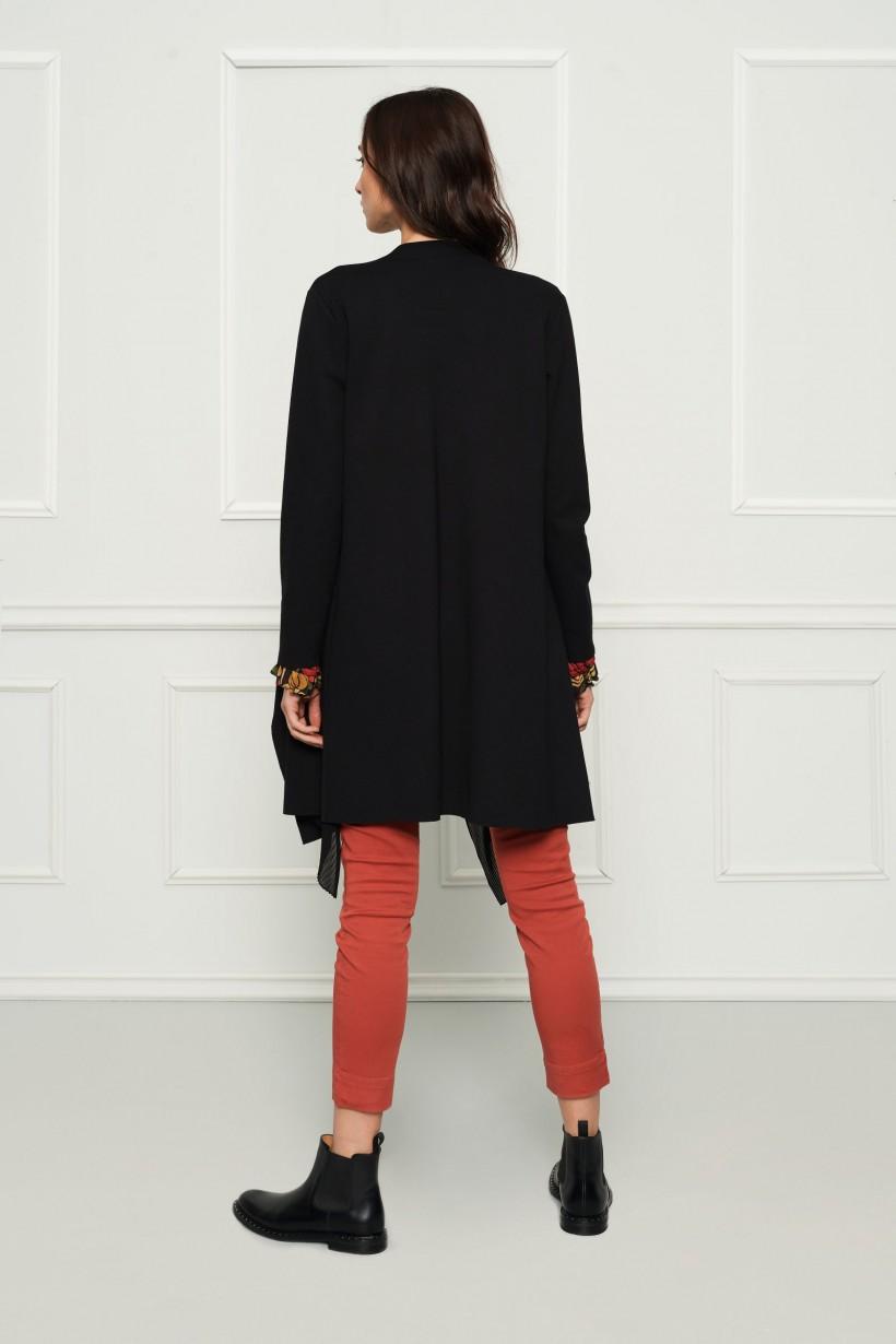 Czarny asymetryczny płaszczyk
