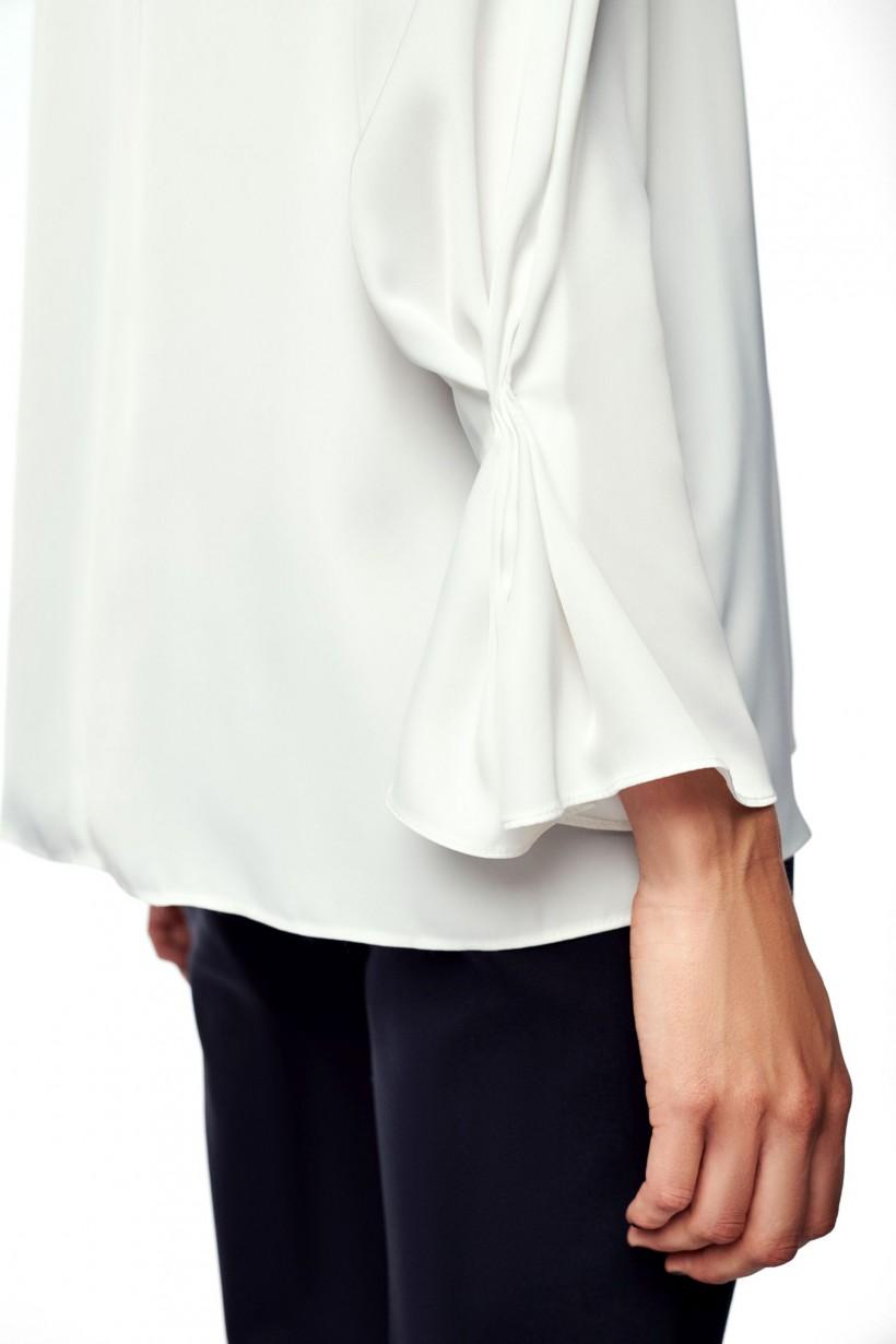 Bluzka z ozdobną taśmą