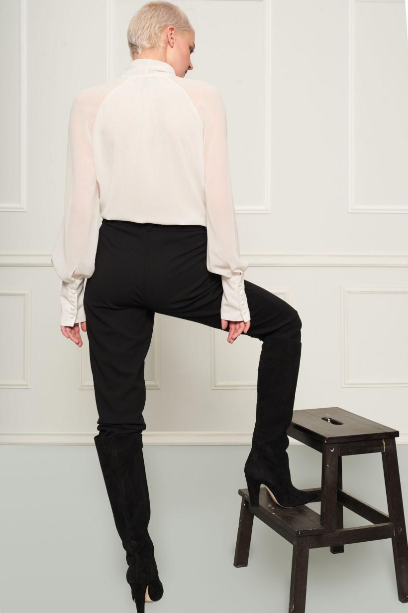 Elegancka biała bluzka z wiązaniem