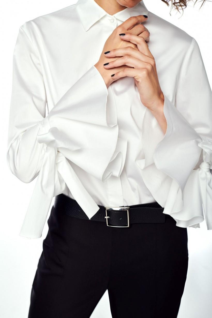 Bluzka ozdobnymi mankietami