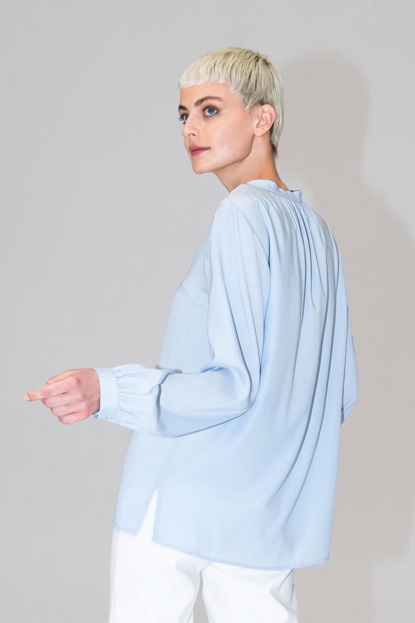 Błękitna koszula z jedwabiu