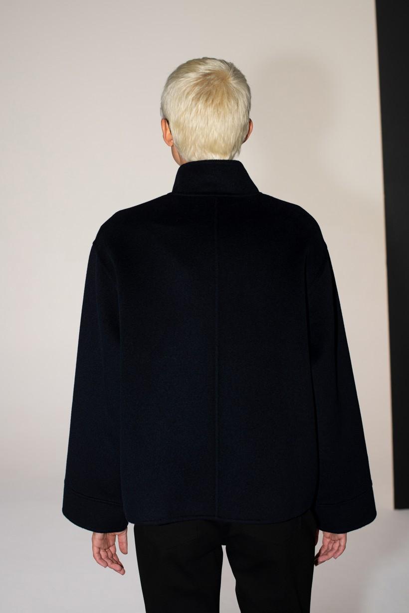 Granatowa wełniana kurtka z domieszką jedwabiu ręcznie wykonana