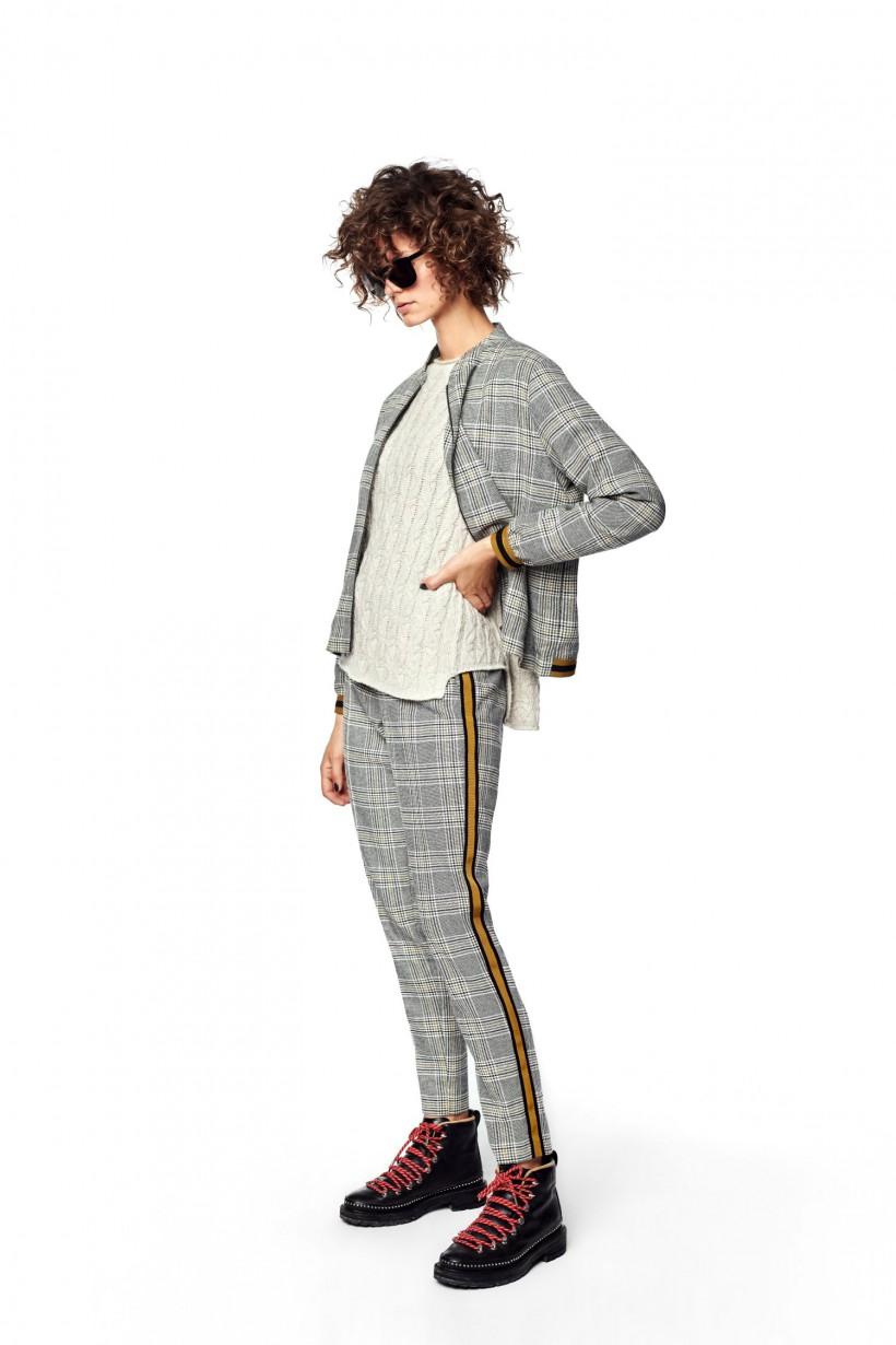 Kaszmirowy sweter o oryginalnym splocie