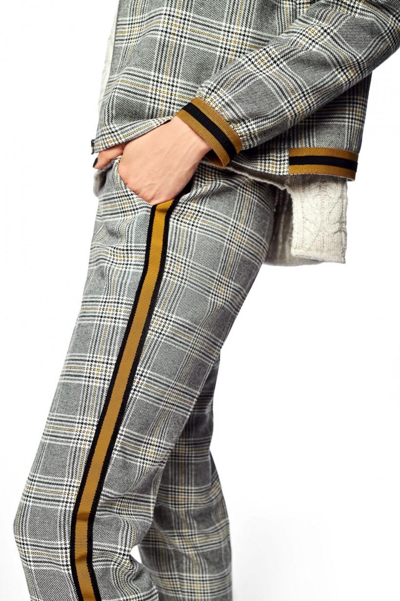 Spodnie w kratę z ozdobnymi lampasami