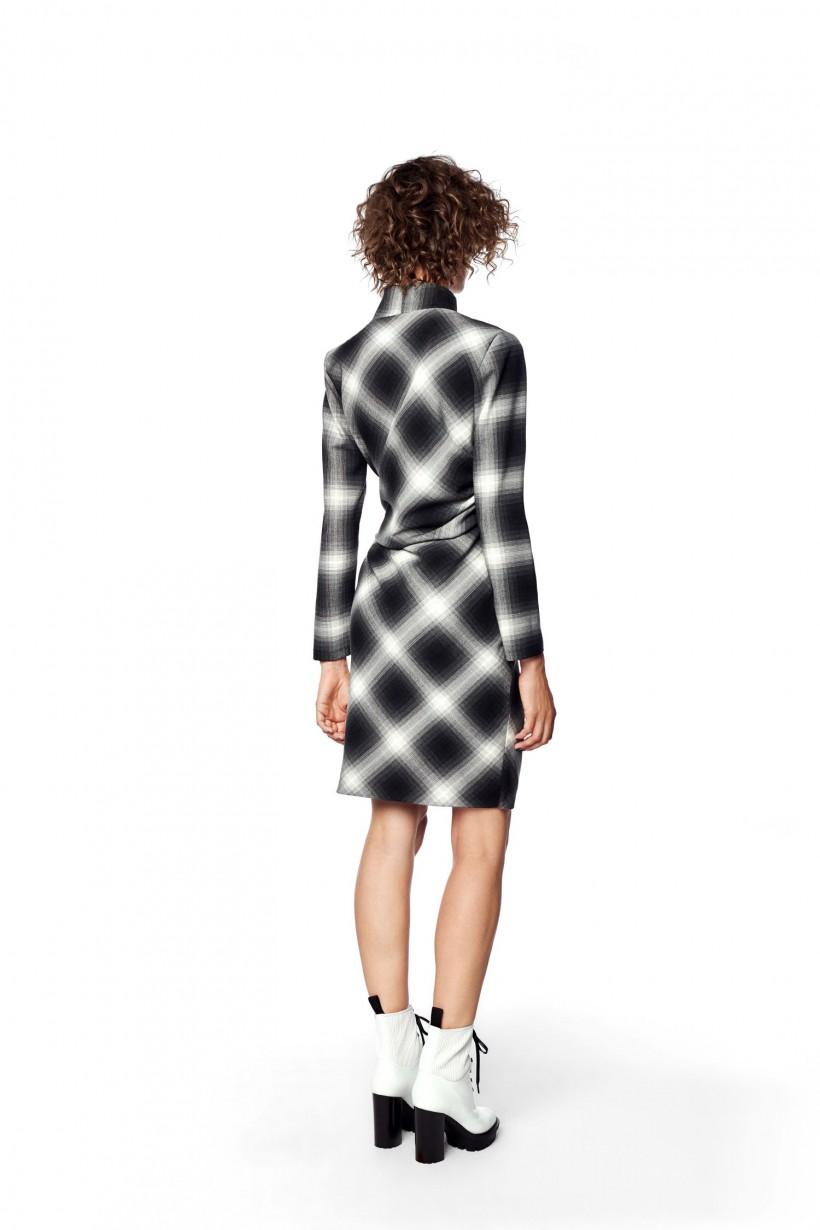 Kopertowa sukienka w kratę