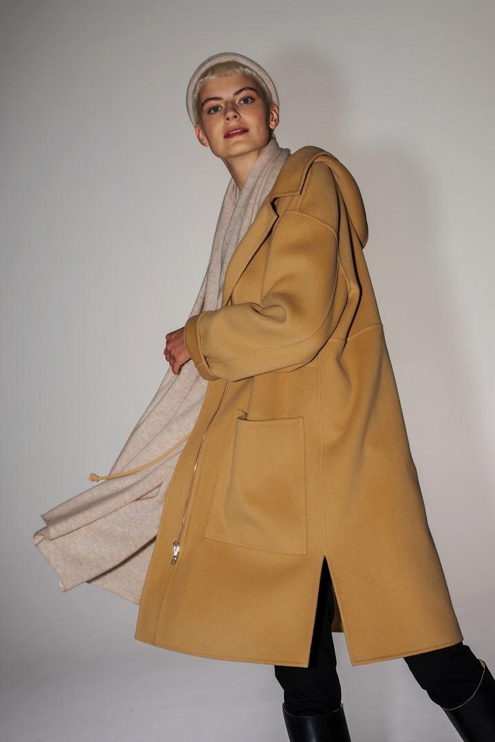 Płaszcz wełniany z kapturem kolor camel