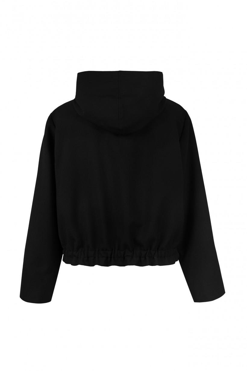 Lekka kurtka w kolorze czarnym z kapturem