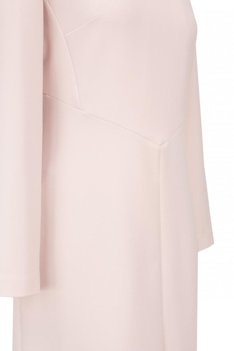 Sukienka w kolorze pudrowego różu