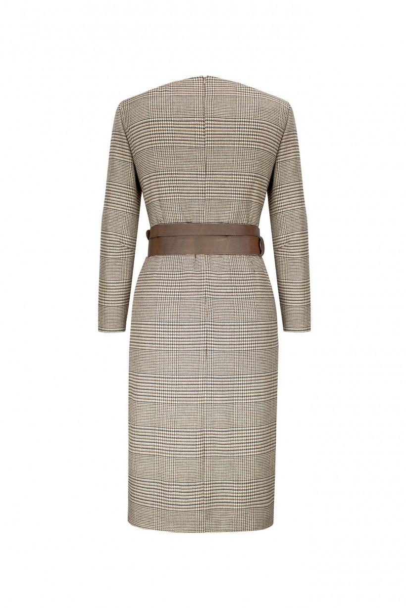 Sukienka w kratę o dopasowanym kroju