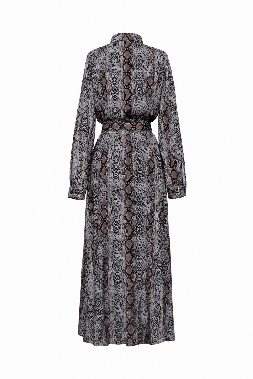 Długa sukienka z kołnierzykiem w zwierzęcy print