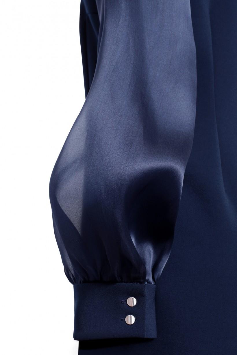 Wieczorowa sukienka z jedwabnymi elementami w kolorze granatowym
