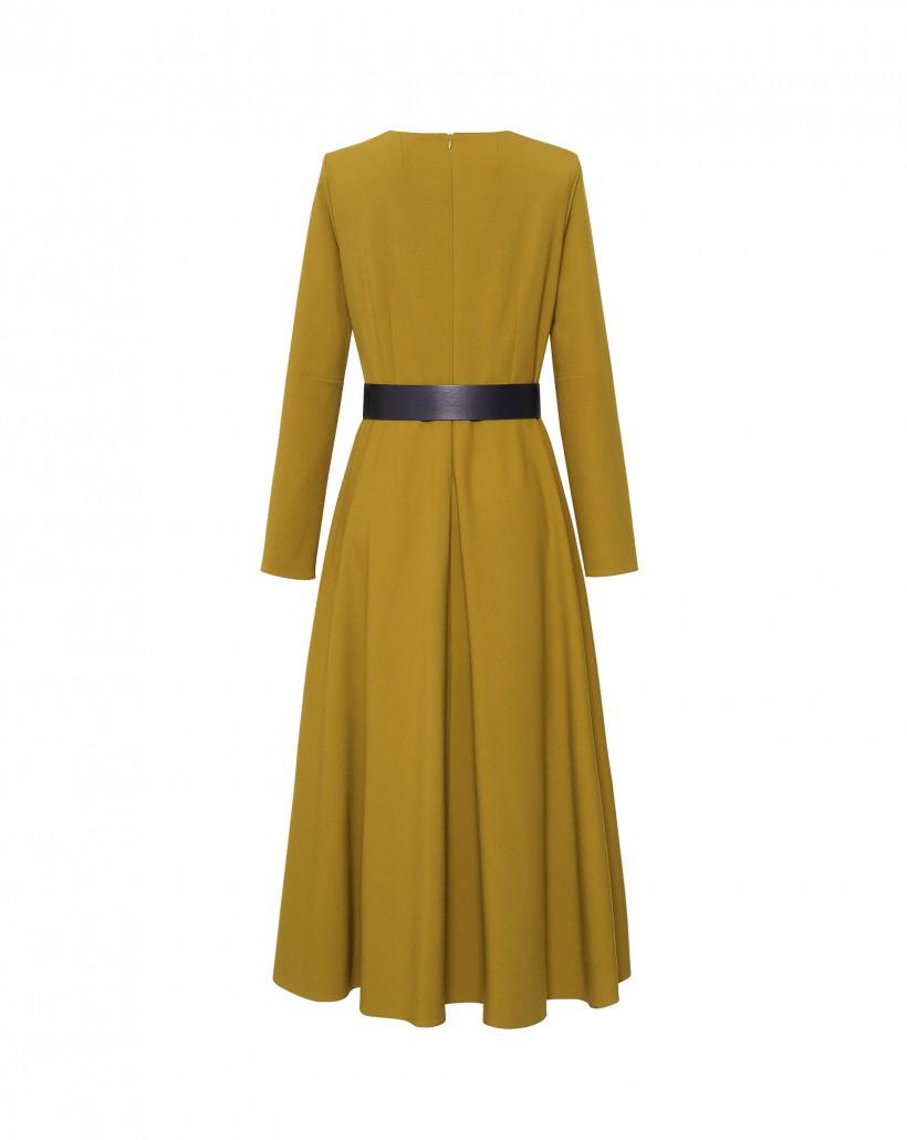 Sukienka w limonkowym kolorze z kontrastowym paskiem