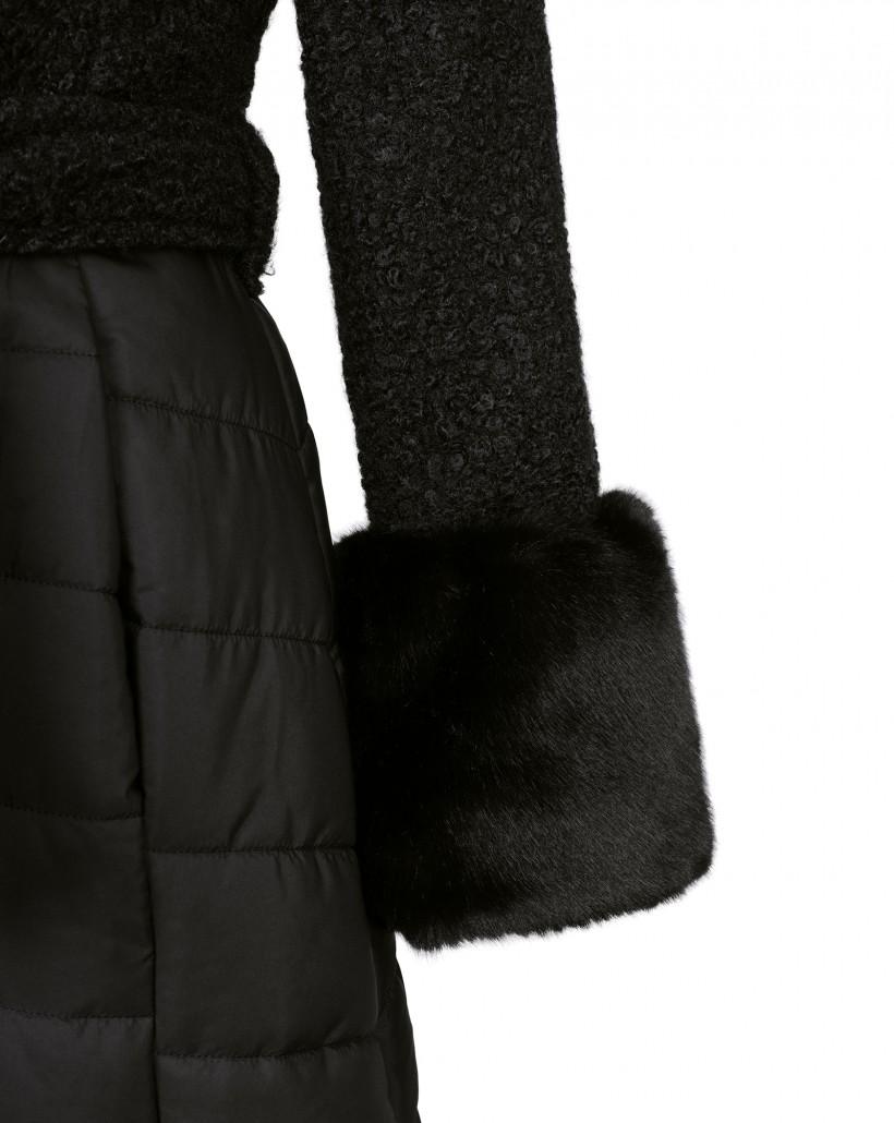 Płaszcz z rozkloszowanym dołem