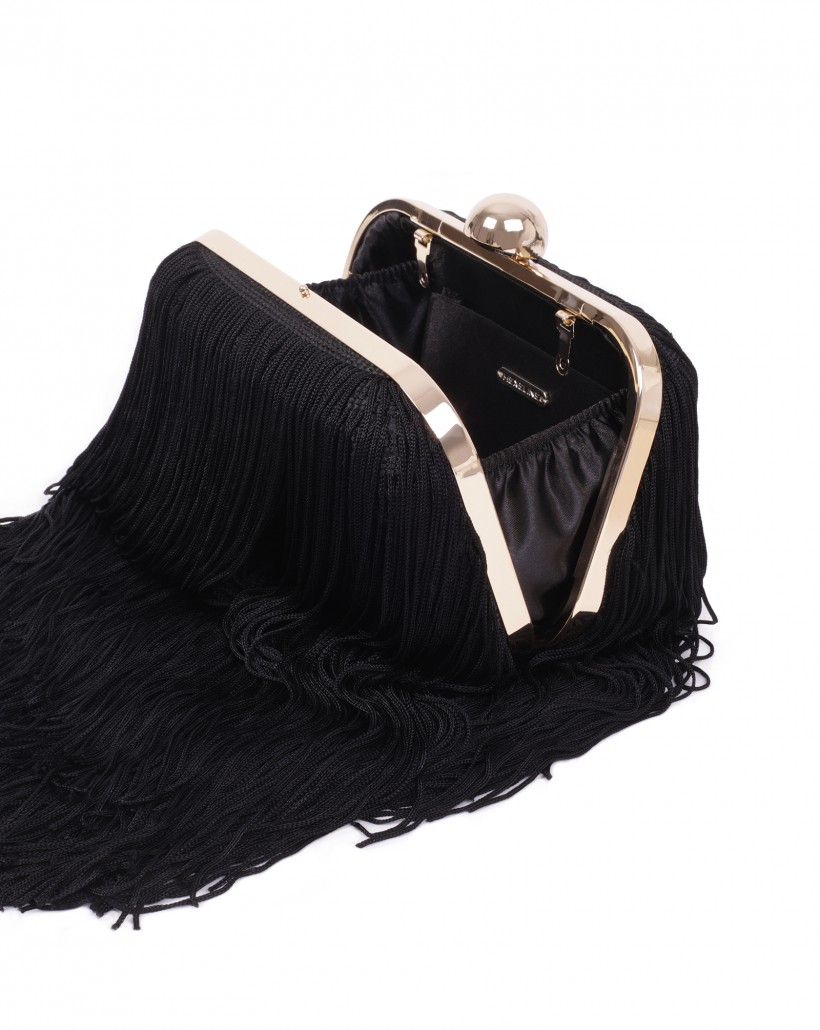 Czarna torebka z frędzlami