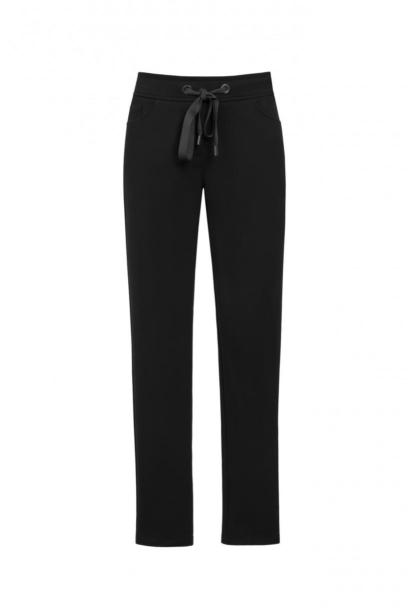 Dopasowane spodnie w kolorze czarnym.