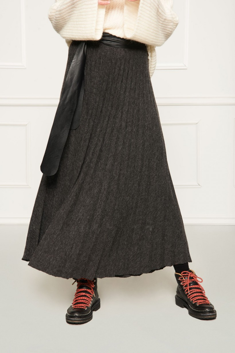 Długa plisowana spódnica