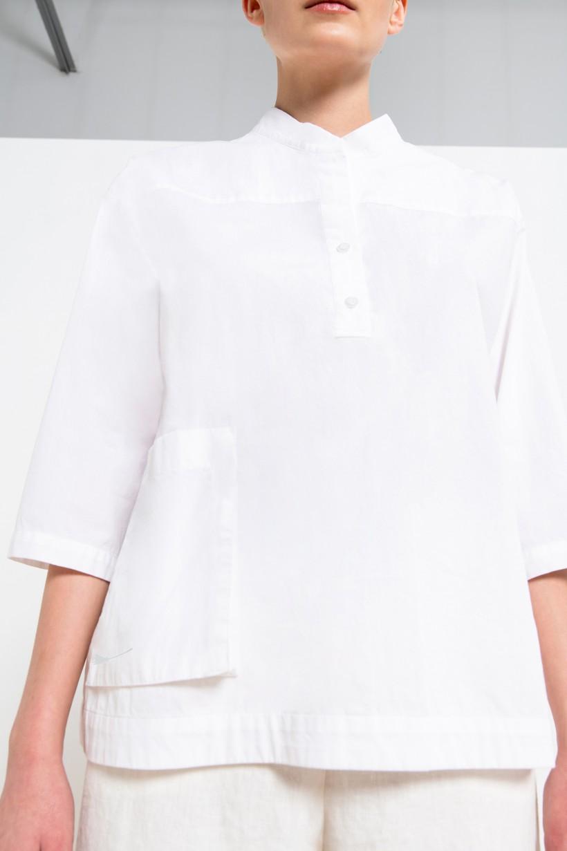 Bawełniana bluzka ze stójką w kolorze białym