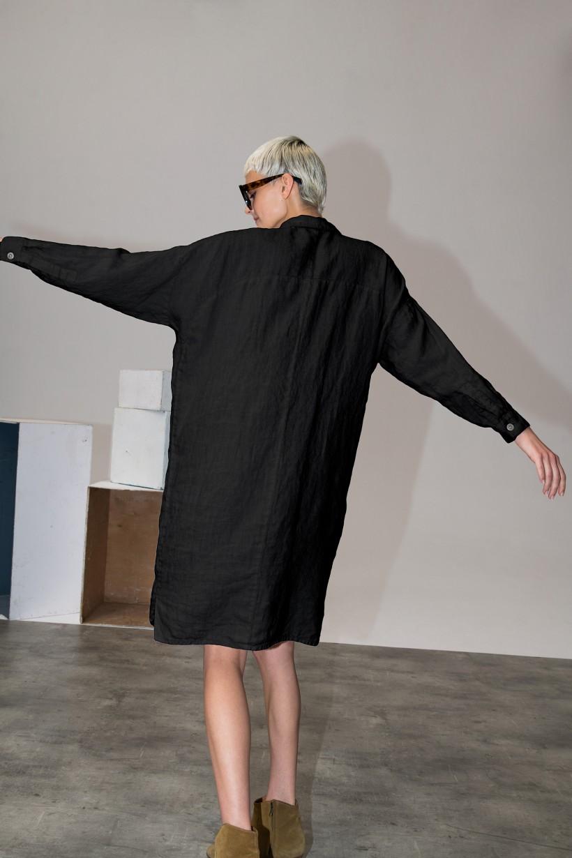 Czarna lniana sukienka midi z kołnierzykiem