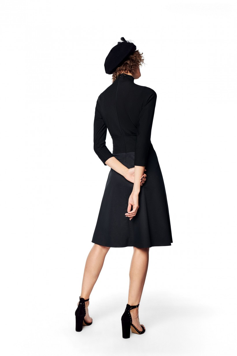 Sukienka z dopasowaną górą