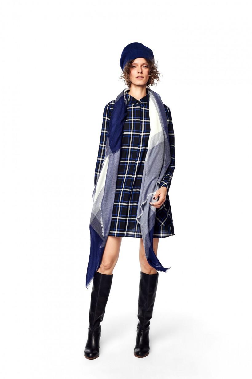 Luźna sukienka typu oversizowa koszula