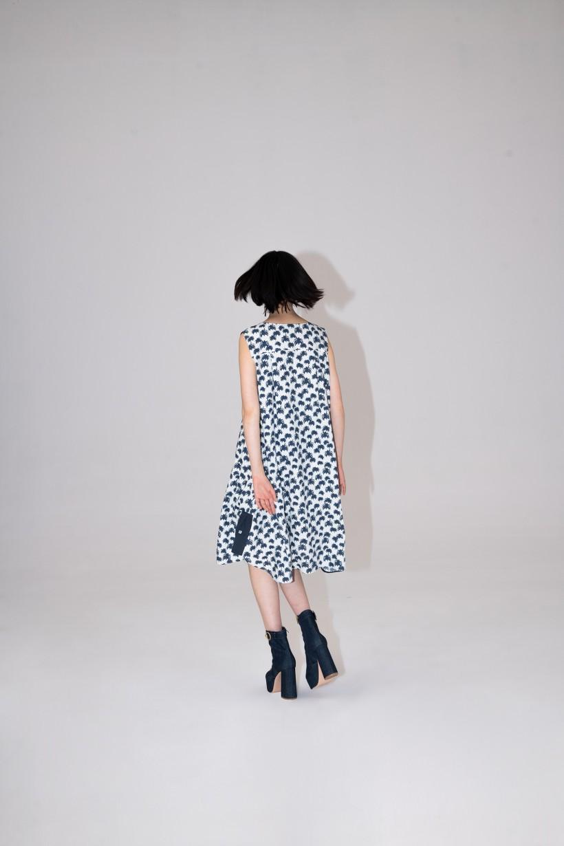 Lniana sukienka w palmy