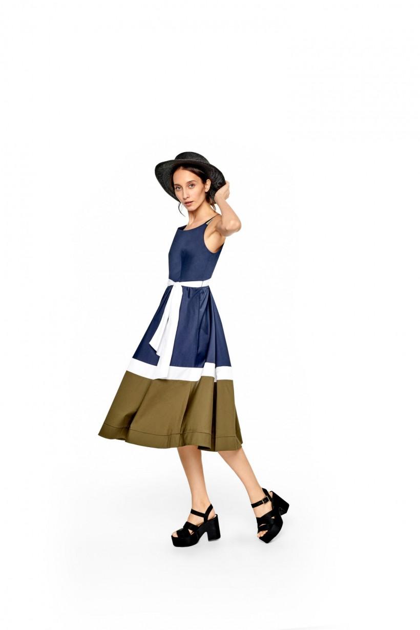 Drukowana sukienka z szarfą