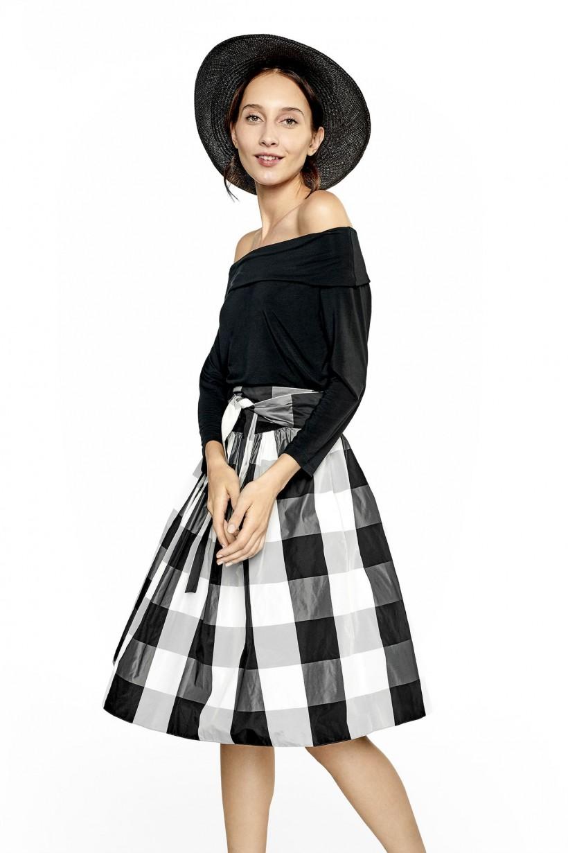 Oryginalna sukienka z dwóch tkanin