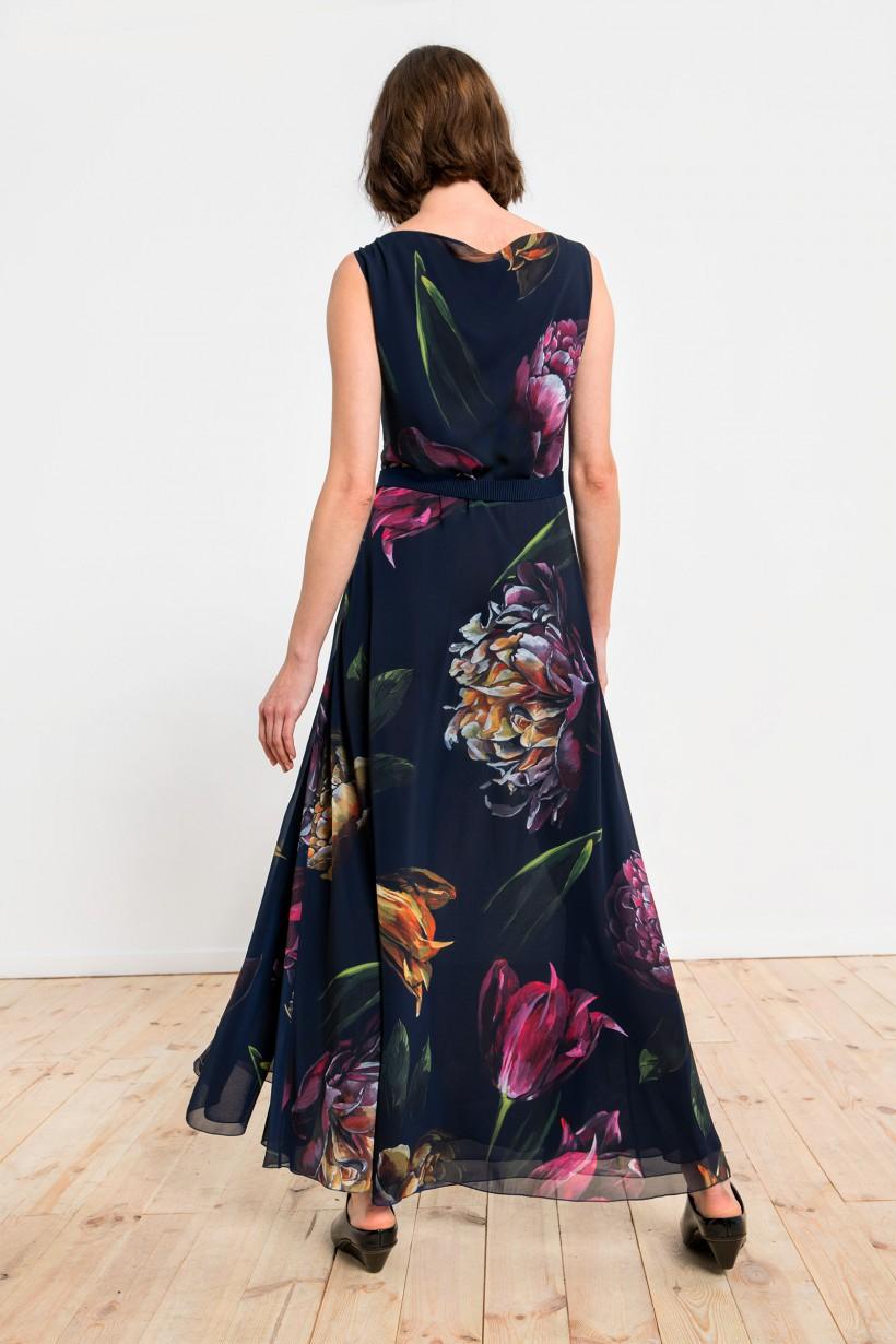 Długa suknia z motywem kwiatów w odcieniach fioletu