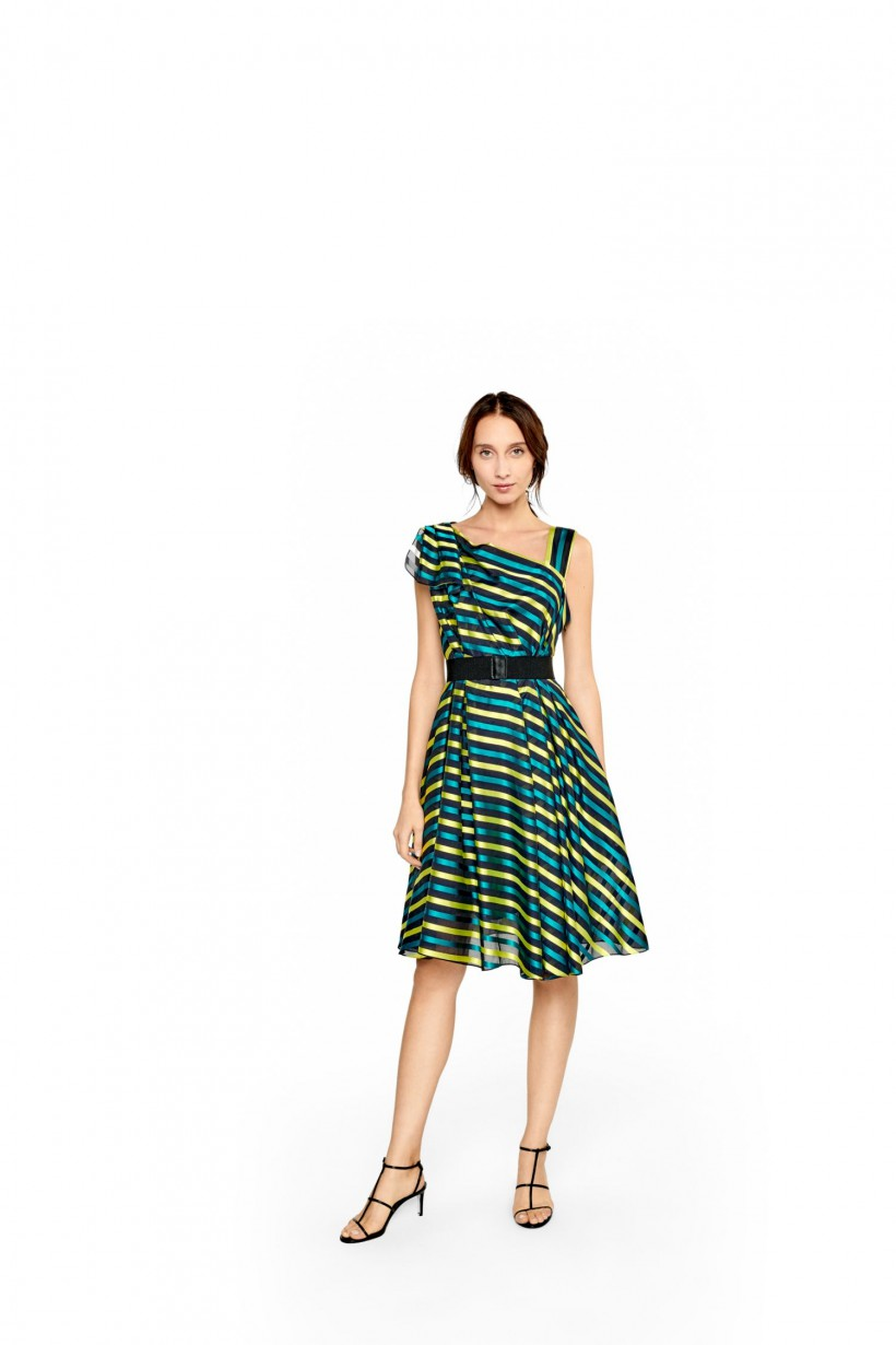Oryginalna sukienka z delikatnego żakardu