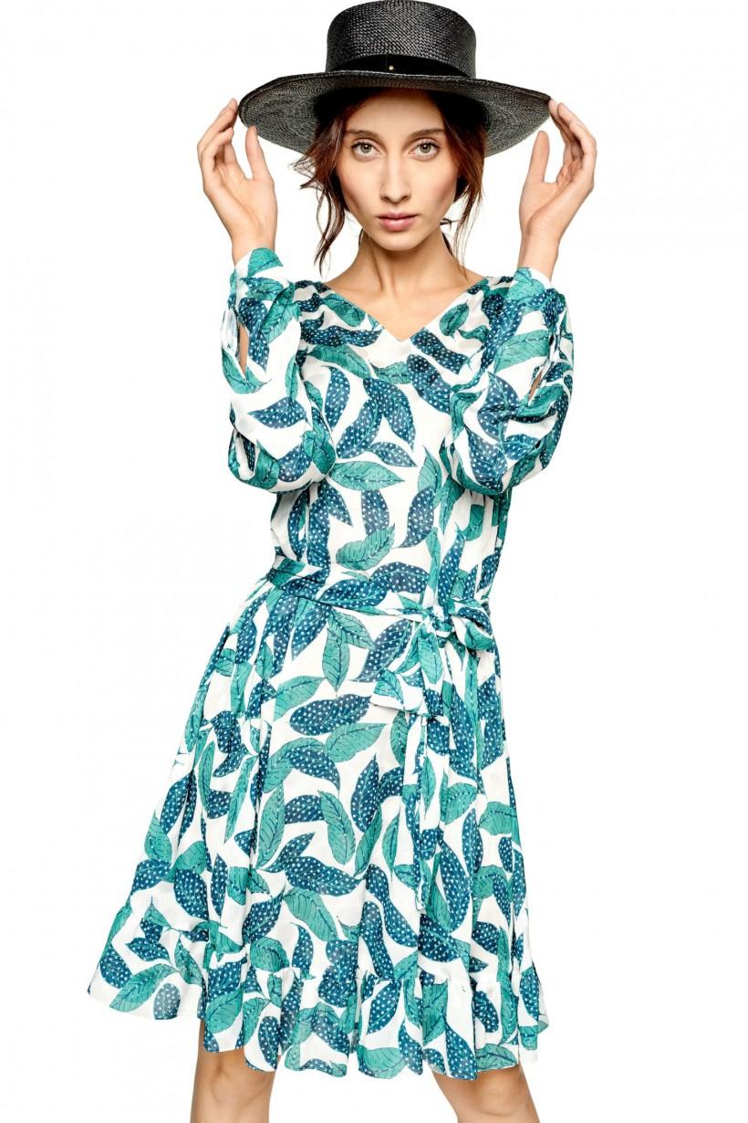 Drukowana sukienka z paskiem