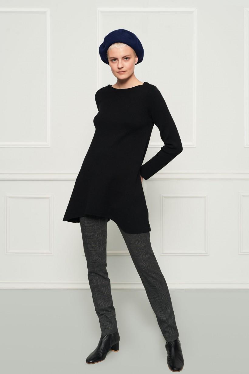 Długi czarny sweter