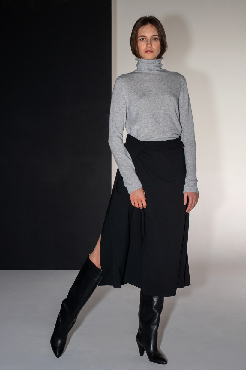 Spódnica z paskiem o linii
