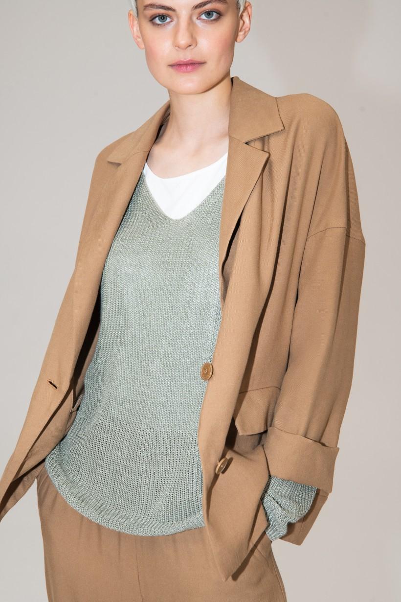Zielony sweter o ażurowej strukturze